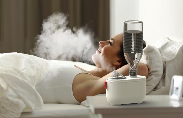 U100 ultrasonic travel humidifier BONECO woman relaxing in bed without light